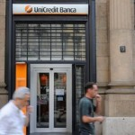 Italian banks' shares tumble after vote